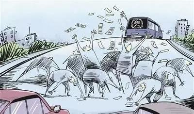 钱太多?青海一老汉在公交车上抛撒巨额现金!